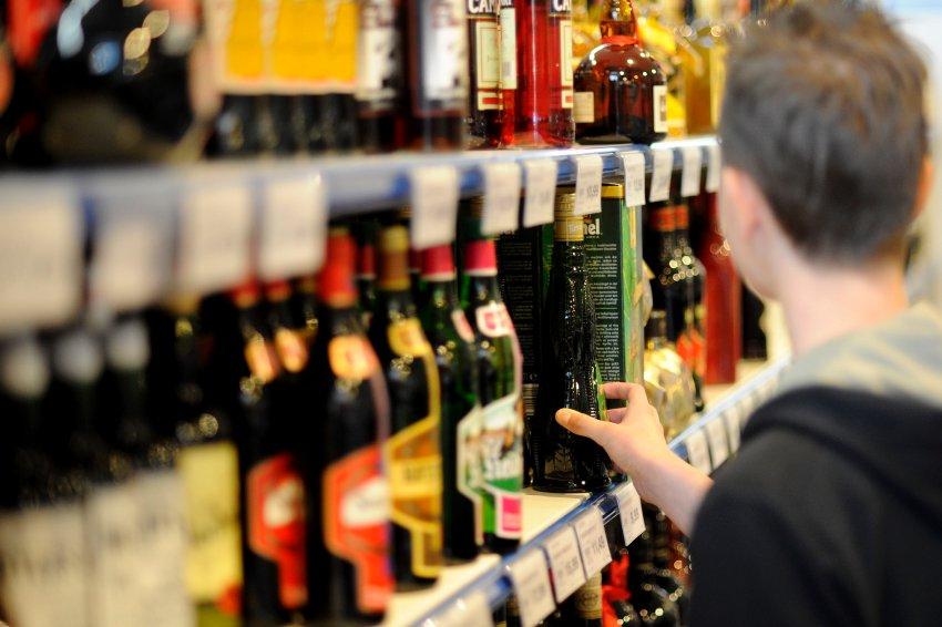 Запорожские предприниматели заплатили почти 39 миллионов гривен за право продавать алкоголь и табачные изделия