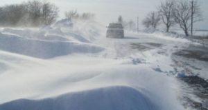 В Запорожской области за сутки спасатели вытащили 231 человека и 126 автомобилей из снежных заносов
