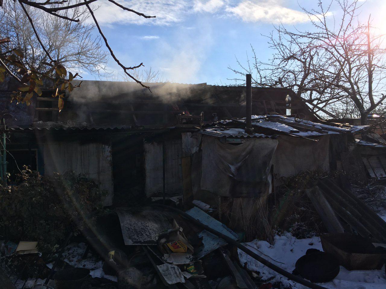 В Запорожской области семеро спасателей тушили пожар в жилом доме - ФОТО