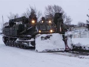В Запорожской области путепрокладчик БАТ-2 борется со снежными завалами: спасатели освободили 192 автомобиля