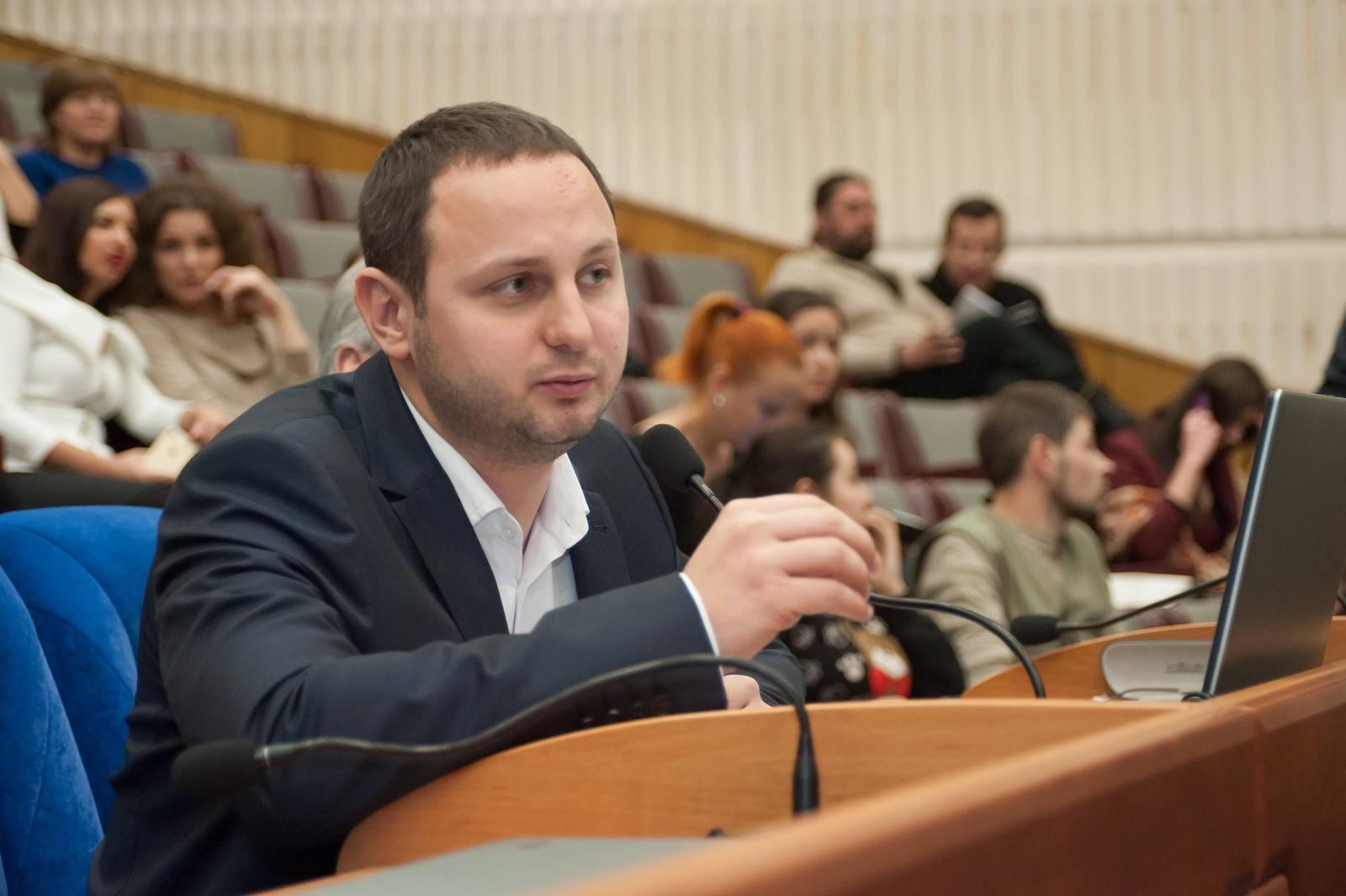 Запорожский депутат и бизнесмен Артур Гатунок заработал 5 миллионов гривен и выкупил корпоративные права фирмы-застройщика