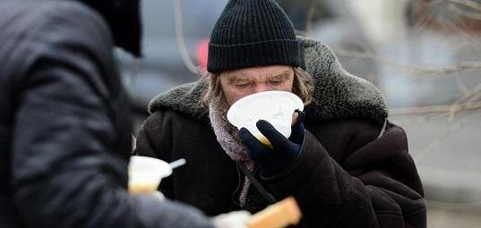 Чем в Запорожье кормят бездомных в пунктах горячего питания - ВИДЕО