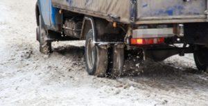 Запорожские спасатели вытащили из снежных заносов три грузовика