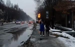 В Запорожье загорелась заправка в одном из районов города - ВИДЕО