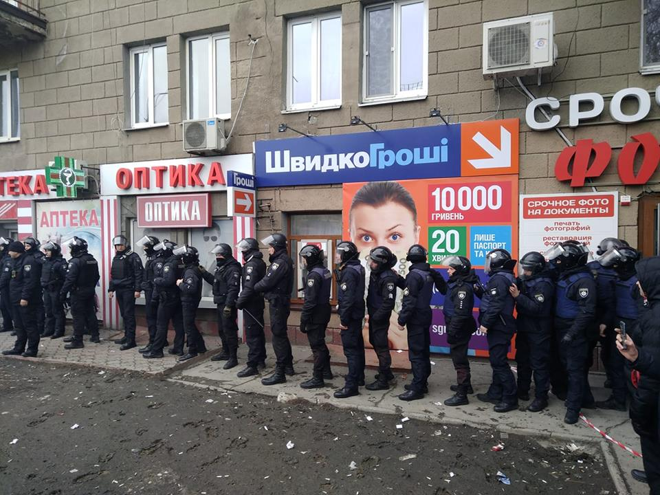 В Запорожье открыли уголовное дело по факту поджога лекарств, которые активисты самовольно изъяли из аптек
