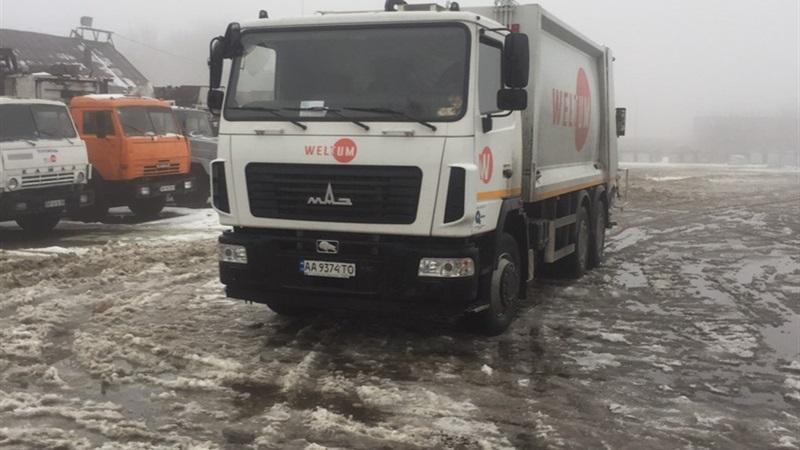 В одном из дворов Запорожья конфликт с водителем мусоровоза закончился выстрелом