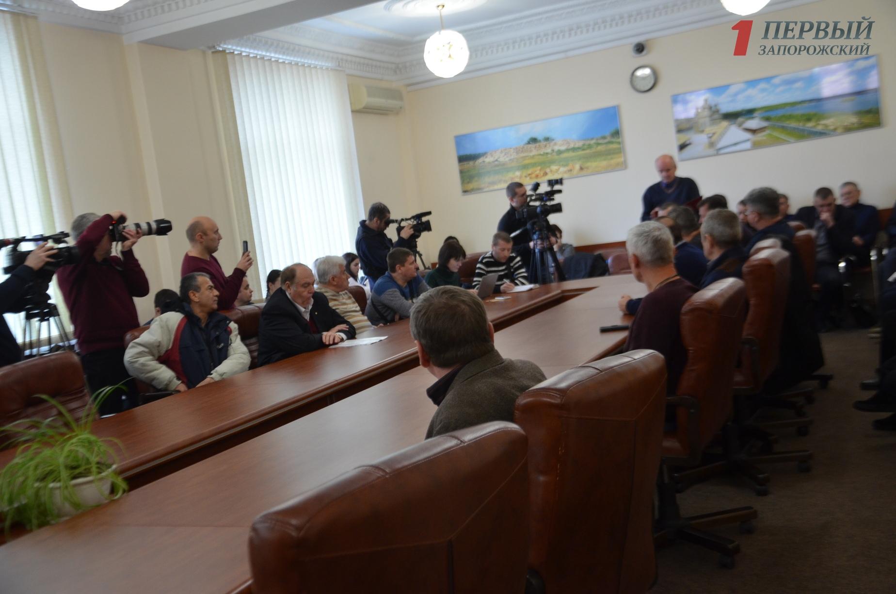 Запорожские перевозчики высказали несогласие с предложением городских властей снизить цену на проезд
