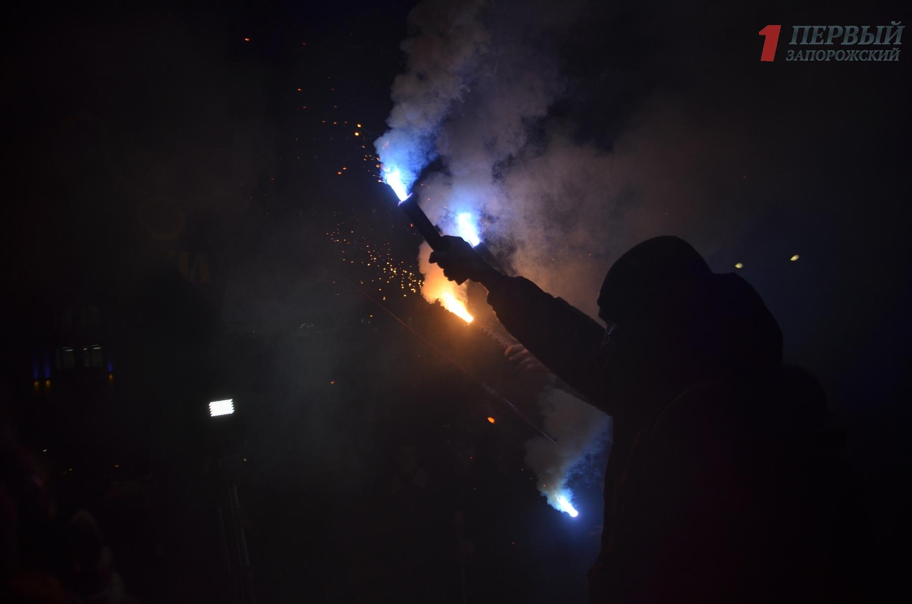 В Запорожье почтили память героев Крут факельным шествием по центральному проспекту города - ФОТО, ВИДЕО