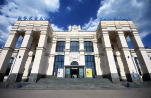 В Запорожье мужчина перепутал поезда и оказался на чужой станции без одежды и обуви