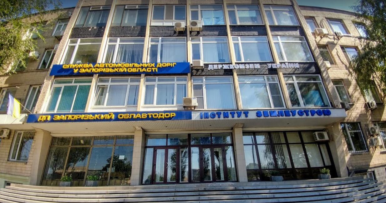 «Есть техника, но людей нет»: в «Запорожском Облавтодоре» жалуются на недостаток сотрудников из-за миллионных долгов