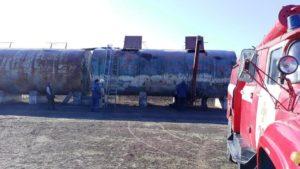 В Запорожской области спасатели вытащили женщину из цистерны с семечками - ФОТО