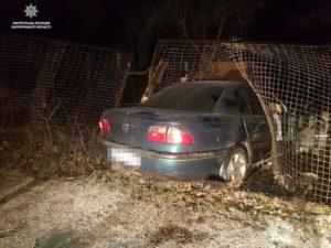 В Запорожье пьяный водитель попал в ДТП, пытаясь сбежать от патрульных - ФОТО