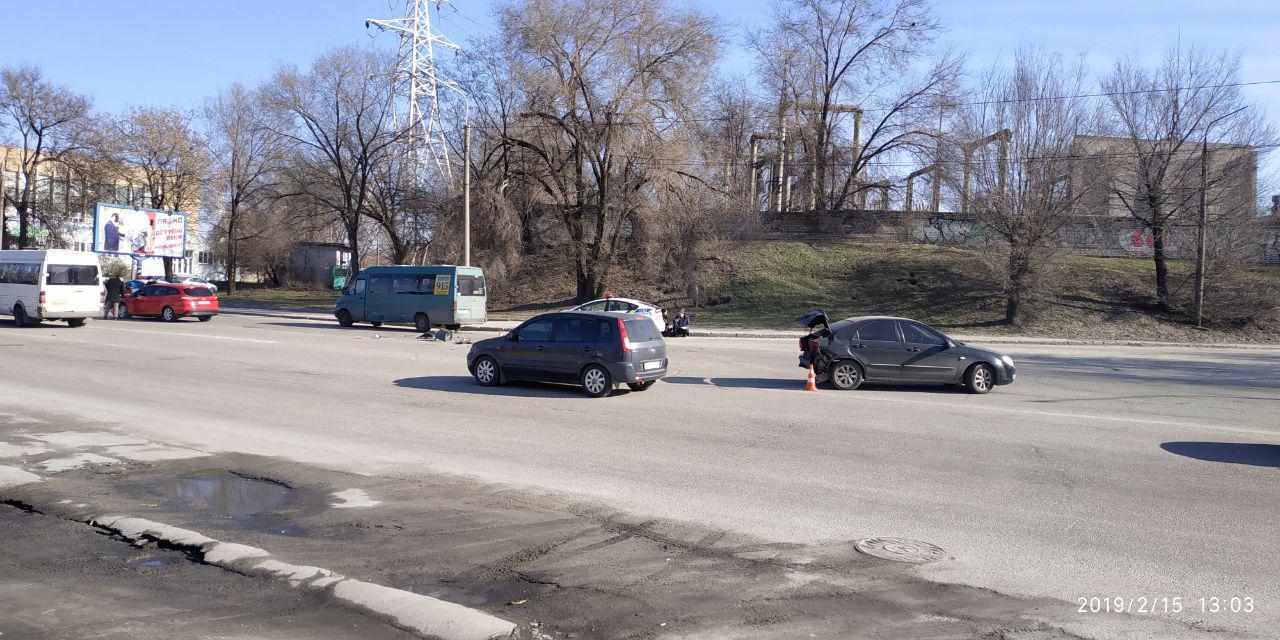 В Запорожье произошло тройное ДТП с участием маршрутки - ФОТО, ВИДЕО