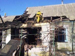 В Запорожской области из горящего дома пожарные спасли четырех человек - ФОТО