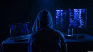 Двое запорожских хакеров с помощью компьютерных вирусов получили доступ к электронным платежам и паролям и нелегально их продавали