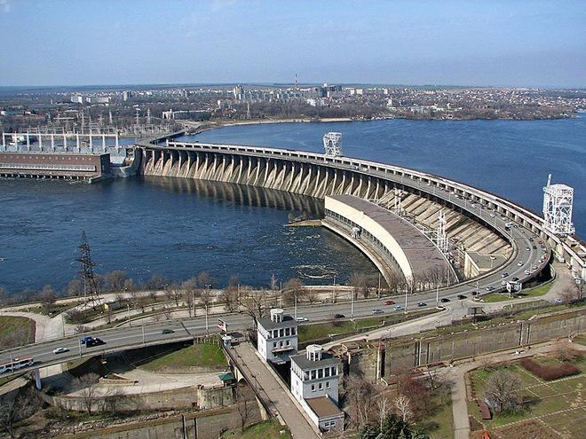 Мэр Запорожья подписал распоряжение об ограничении проезда крупногабаритного транспорта на плотине и мостах Преображенского