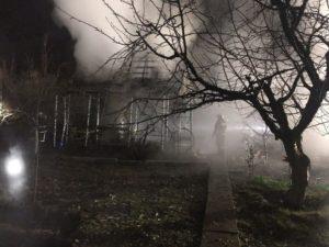В Запорожском районе горел двухэтажный дачный дом - ФОТО