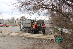 В Александровском районе Запорожья ликвидируют стихийные свалки мусора - ФОТО