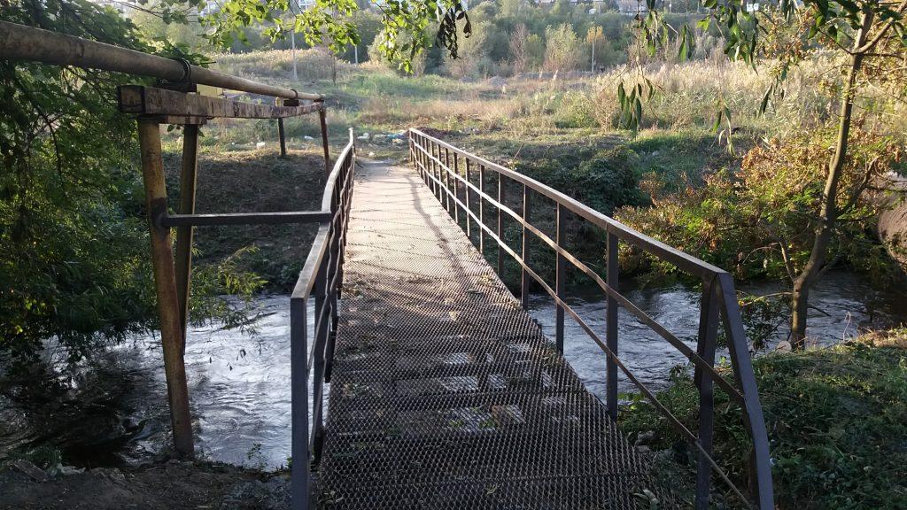 В Запорожье отремонтируют пешеходный мост через реку Сухая Московка