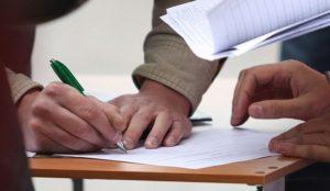 Сбор подписей и агитация за деньги: в Запорожье зарегистрировали нарушения предвыборной агитации