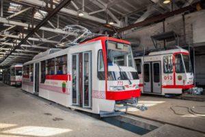 В Запорожье с сегодняшнего дня выйдут на линию три современных трамвая - ФОТО
