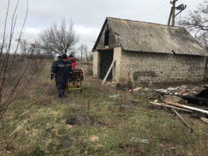 В Запорожской области мужчину достали из-под завалов заброшенной постройки: он скончался в больнице - ФОТО