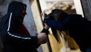 В Запорожской области мужчина, который ограбил и пытался изнасиловать девушку, рассказал, что пошел на преступление из-за наркотиков