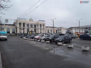В Запорожье тендер на уборку Привокзальной площади за 1,3 миллиона гривен выиграла новоиспеченная строительная фирма