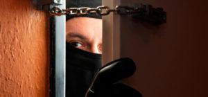 В Запорожье отправили под суд грабителя, который под угрозой расправы похитил имущество парня