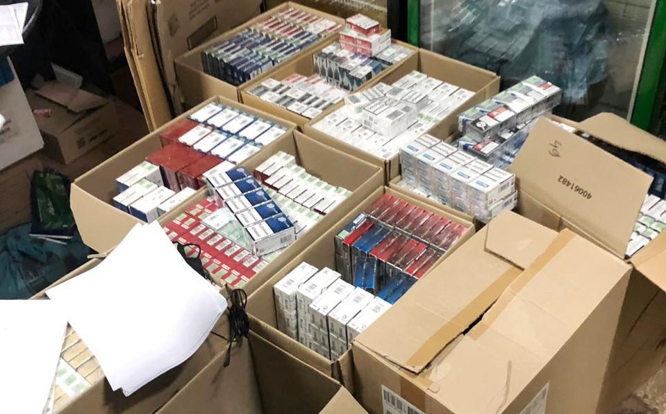В Запорожье ликвидировали нелегальный склад сигарет: стоимость изъятого составила 1,6 миллиона - ФОТО