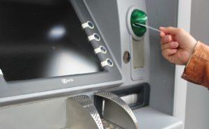 В Запорожье злоумышленник взломал банкомат и забрал деньги