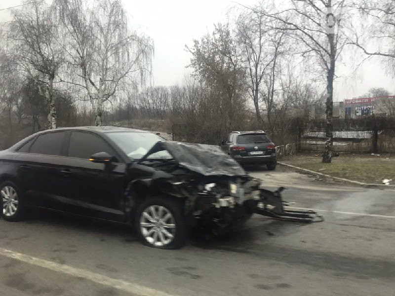 В Запорожье на Набережной столкнулись Audi и ВАЗ: есть пострадавшие – ФОТО