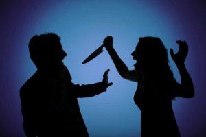 В Запорожье женщина едва не убила ножом своего возлюбленного