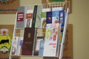 В Запорожье презентовали книги местных авторов к 80-летию области - ФОТО