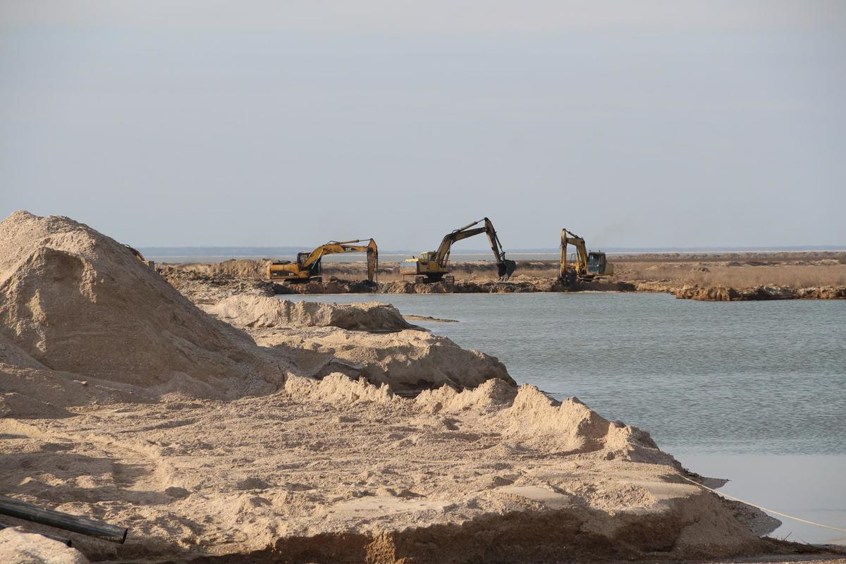 В Запорожской области продолжаются работы по расчистке промоины, соединяющей Азовское море и Молочный лиман