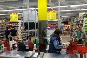 В Запорожье объявили в розыск мужчину, который украл 11 пачек масла из супермаркета