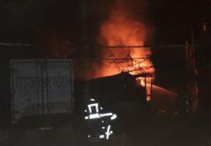 В Запорожье 14 спасателей тушили пожар в частной сауне - ФОТО