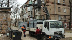В Запорожье заменили более тысячи антивандальных мусорных контейнеров - ФОТО