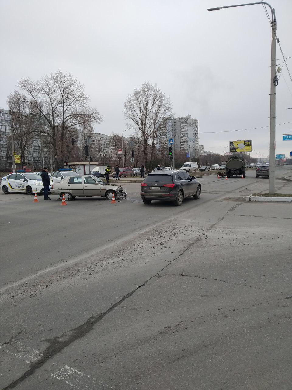 В Запорожье на Набережной около «Ашана» бензовоз столкнулся со «Славутой» - ФОТО