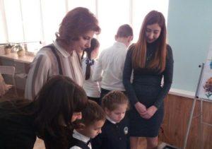 В Запорожской области супруга президента посетила балабинскую гимназию и получила в подарок дерево– ФОТО
