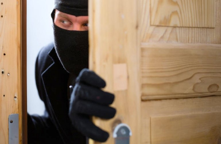 В Запорожье «на горячем» задержали квартирного вора – ФОТО