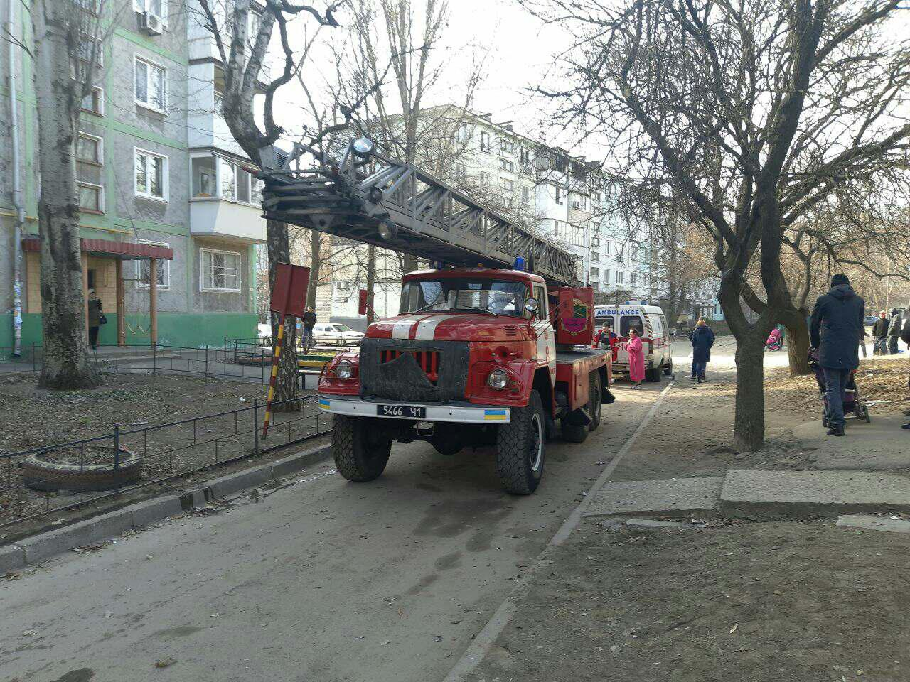 В Запорожье произошел пожар в пятиэтажке: есть пострадавшая - ФОТО