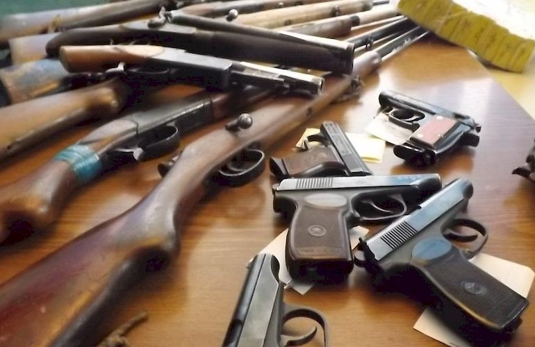 Полиция призывает запорожцев добровольно сдать оружие