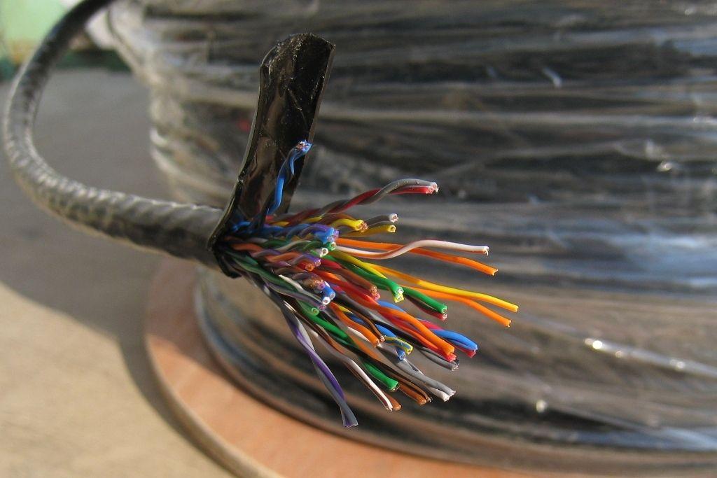 В Запорожье задержали вора, укравшего 50 метров телефонного кабеля