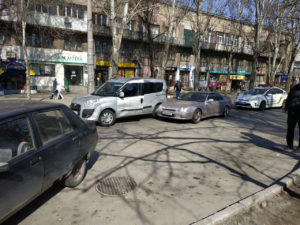 В Запорожье столкнулись две легковушки - ФОТО