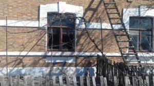 В Запорожской области из горящего дома спасли пожилую женщину - ФОТО