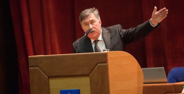В Запорожье депутаты оставили люстрационного чиновника еще пять лет руководить коммунальным учреждением