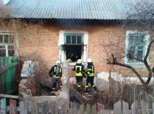 В спальном районе Запорожья горел жилой дом: есть пострадавшие - ФОТО