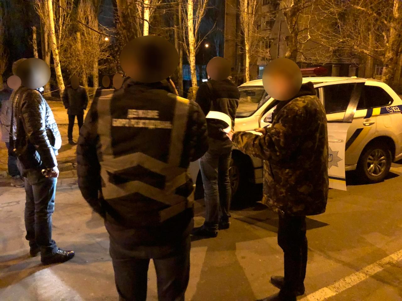 В Запорожской области двух полицейских задержали на взятке в 4 тысячи гривен - ФОТО