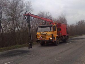 На запорожских трассах продолжается ямочный ремонт: что сделали за неделю - ФОТО